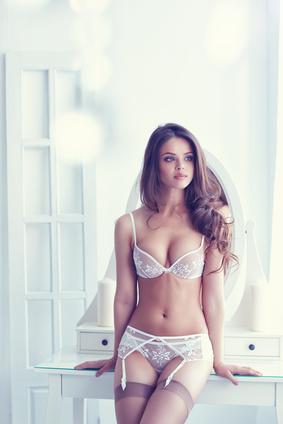 schöne junge Frauen daten